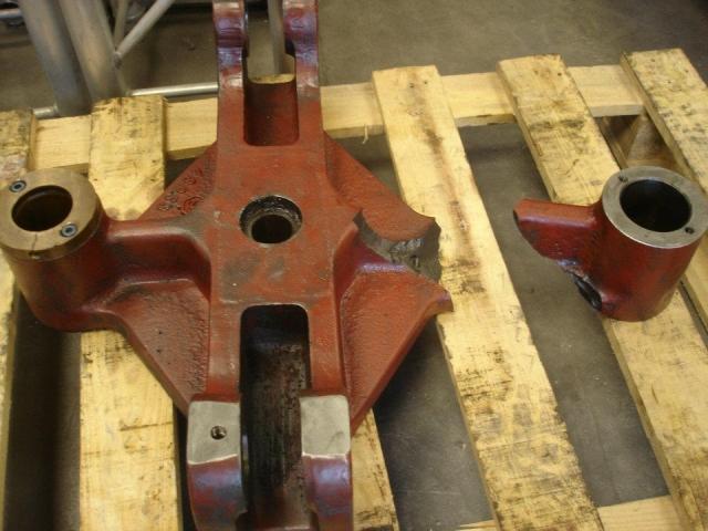 Pieza de hierro fundido rota, antes de reparación