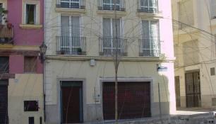 Montaje de escultura de alambre con motivo de la II Bienal cultural de Valencia en 2003