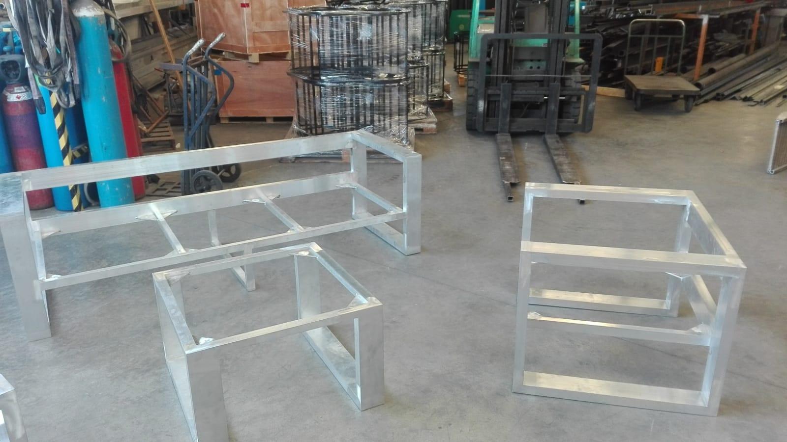 Conjunto mueble exterior aluminio previo a pintura